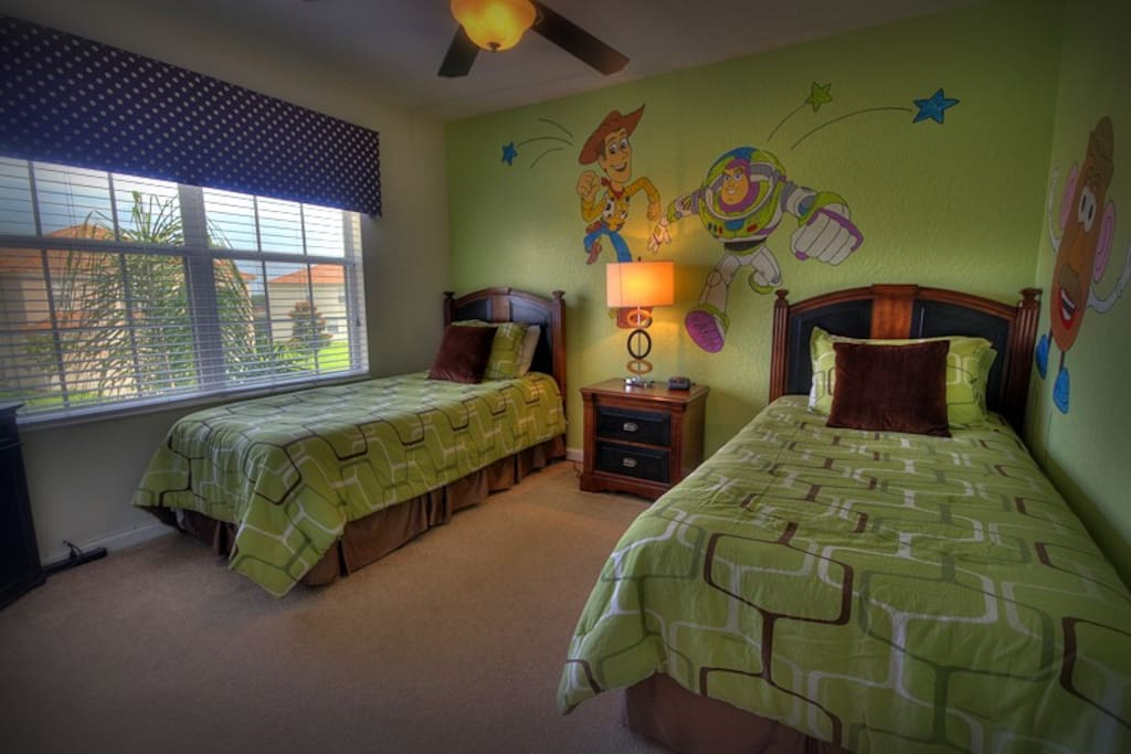 021-twin-bedroom.jpg