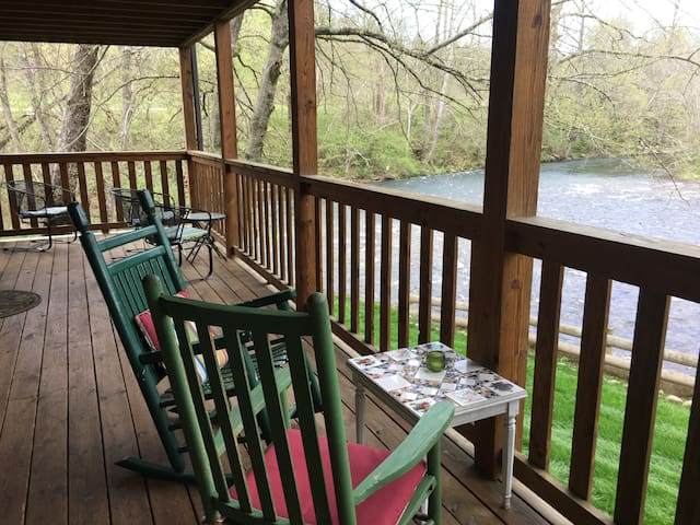 Rustic Suite on the Little River in the Smokies!