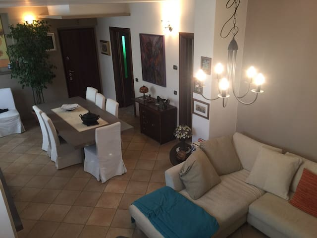 COSY HOUSE 25 MIN TO MILAN DOWNTOWN - Vanzago - Hus