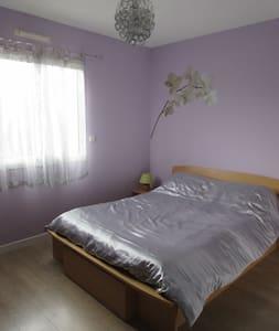 Belle chambre dans maison neuve - Haus