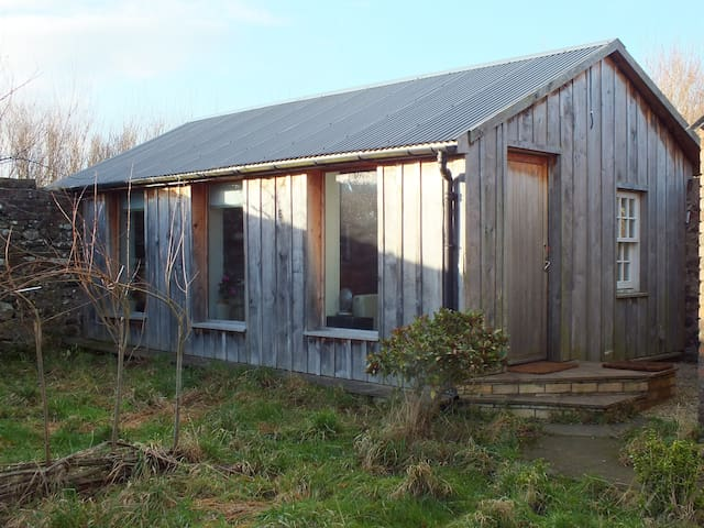 The Garden Studio, Illieston Nr Airport - Newbridge - กระท่อมบนภูเขา