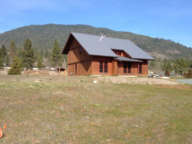 Tranquility in a Timber Frame - Grants Pass - Cabin