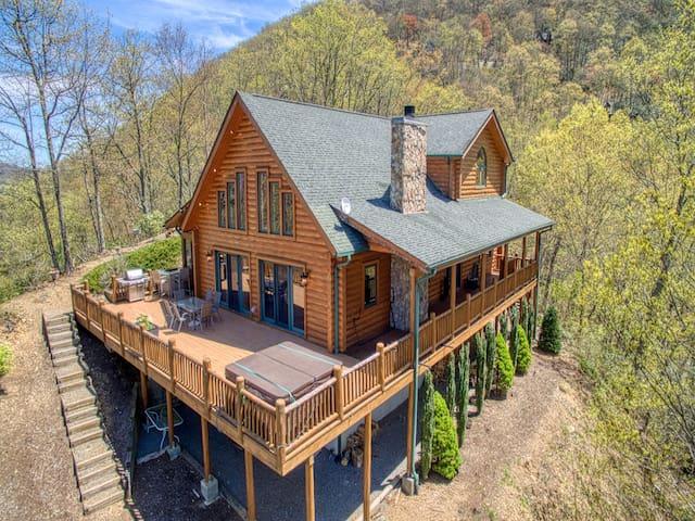 Sunset Ridge Lodge (Hot-tub, Wi-Fi, Valley Views)