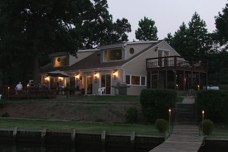 Gorgeous Waterfront perfect for a family vacation! - Glen Burnie - House