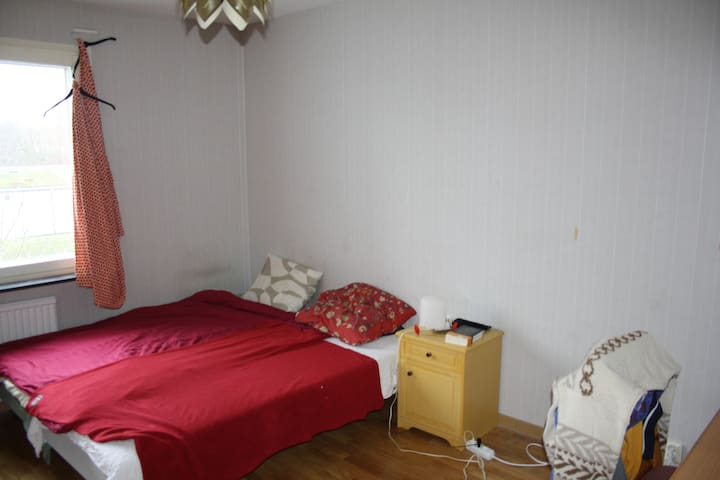 Double room in Rosengård center, close to Möllan - Malmö - Apartamento