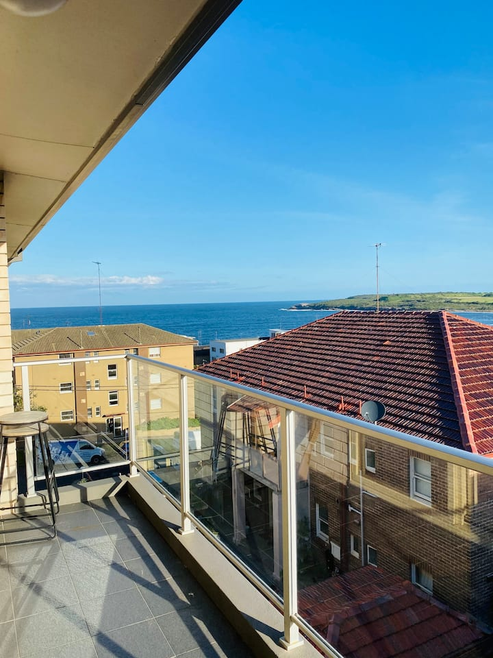 Sunny room just 3 min away from Maroubra Beach!