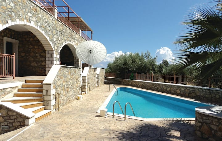 Stunning home in Paralio Astros with Outdoor swimming pool and 2 Bedrooms