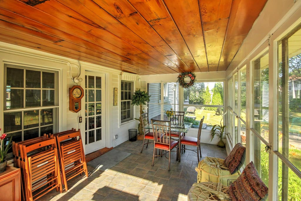 The 'McDonnell House' sleeps 10 and features a spacious, relaxing sunroom.
