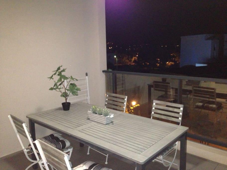 Manger sur la terrasse