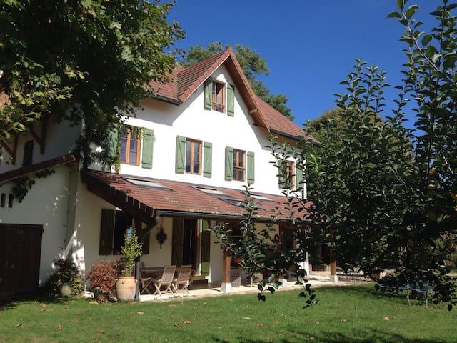 maison des pins - Yenne - 一軒家