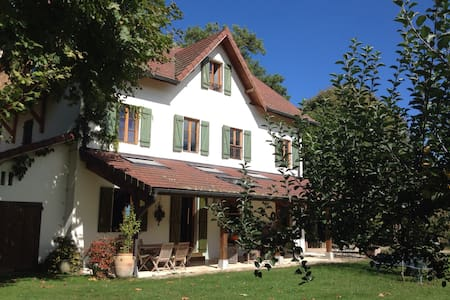 maison des pins - Yenne