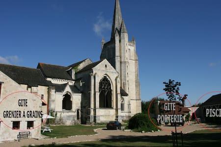 Abbaye de Bois-Aubry - Luze - Haus