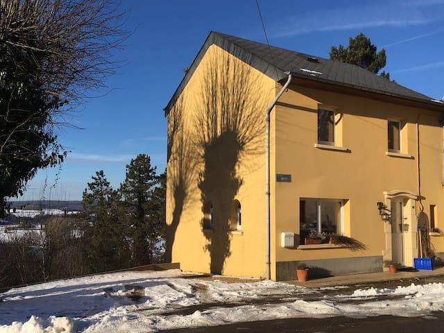 Maison familiale idéale pour 4 pers - Florenville - Casa