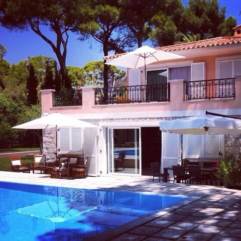 Luxury Villa In The South of France - Saint-Jean-Cap-Ferrat