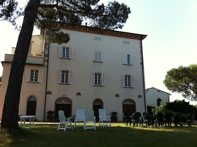 Villa Mimosa, Relax in Nature - Lari - Huvila