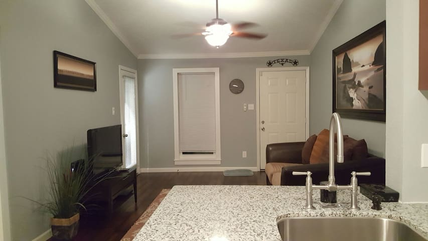"""The Human Friendly"" 1 Bed Condo in Westchase !! - Houston - Lejlighed"