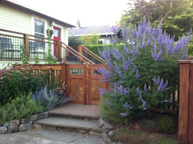 Heart of Hawthorne- Division- Tabor - Portland - House