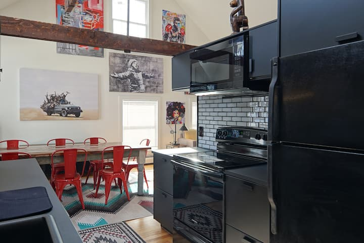 The Phineas Handerson: The Carriage House Loft