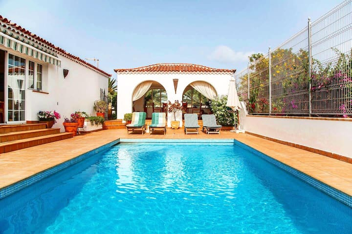 Canarian villa by the sea with private pool  🏡🌊