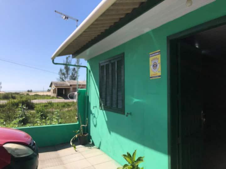 Casa compacta de frente para a praia, Gaivotas/SC