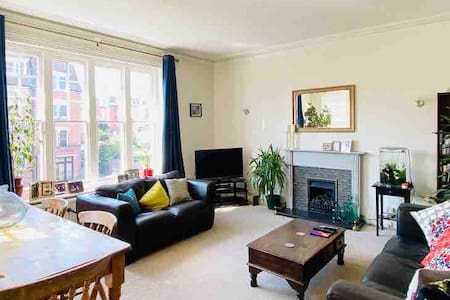 Spacious 3 bedroom flat in Lower Meads, Eastbourne