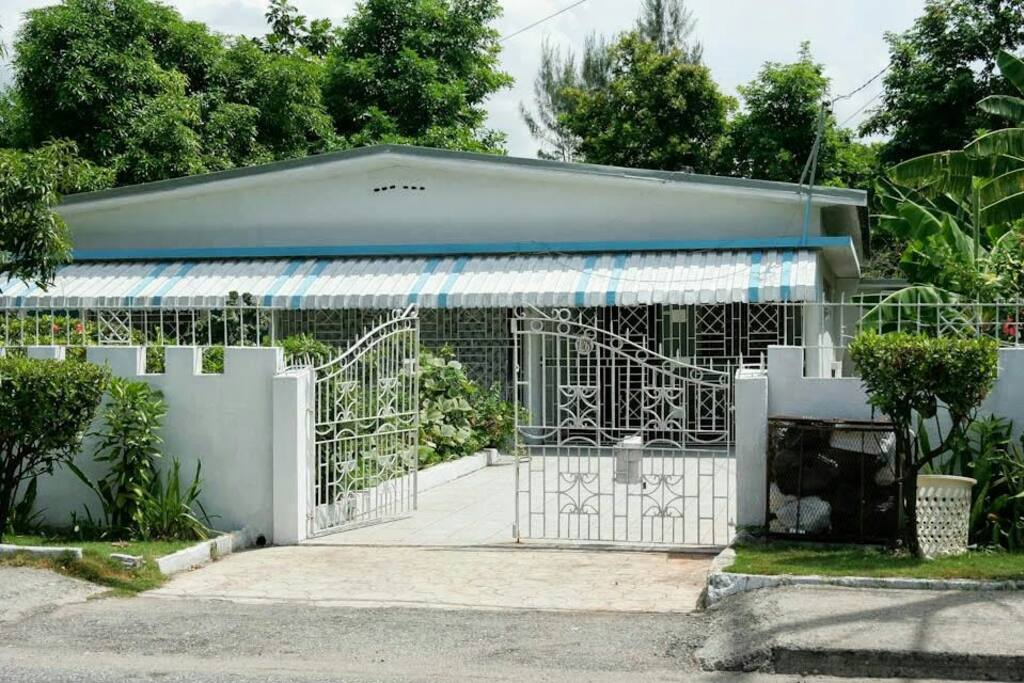 5 Minutes Drive From The Town Houses For Rent In Manchester Parish Manchester Parish Jamaica