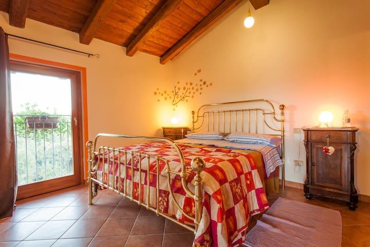 B&B Il Gelso 'd la Costa - Mombasiglio - 家庭式旅館