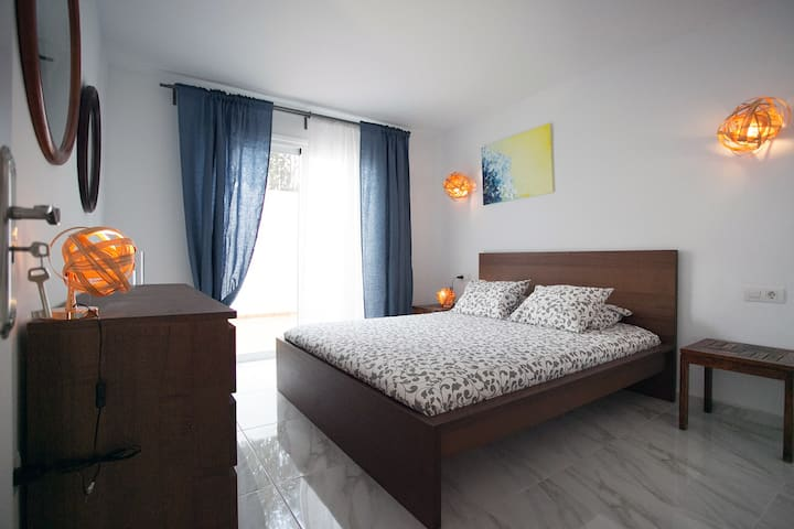 """Apartment """"Verano infinito"""". Close to the sea."""