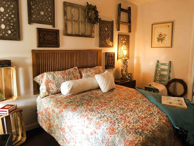 Thistle Roost Cottage: Minutes to Downtown & Ybor