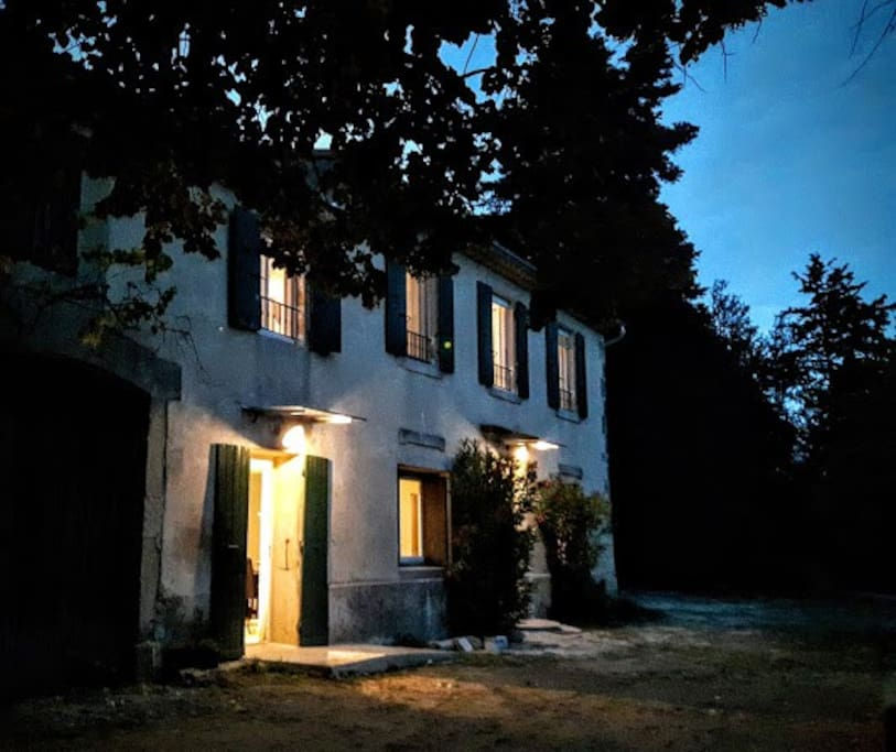 L'appartement vu de nuit