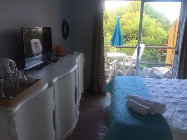 Private room w/ terrace near beach. - Piriapolis - Hus