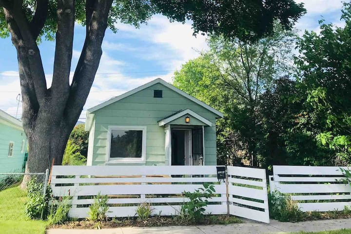Charming, centrally located 1930s boxcar house