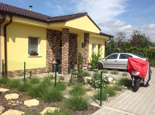 Little house with terrace in attractive location - Bratislava - Casa