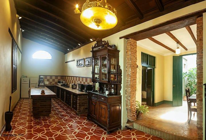 """Casa colonial de1750 """"Perla Negra""""(2 room y wifi)"""