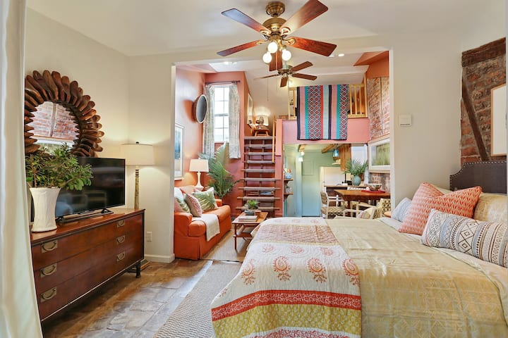 Charismatic Guesthouse ~ Near French Quarter