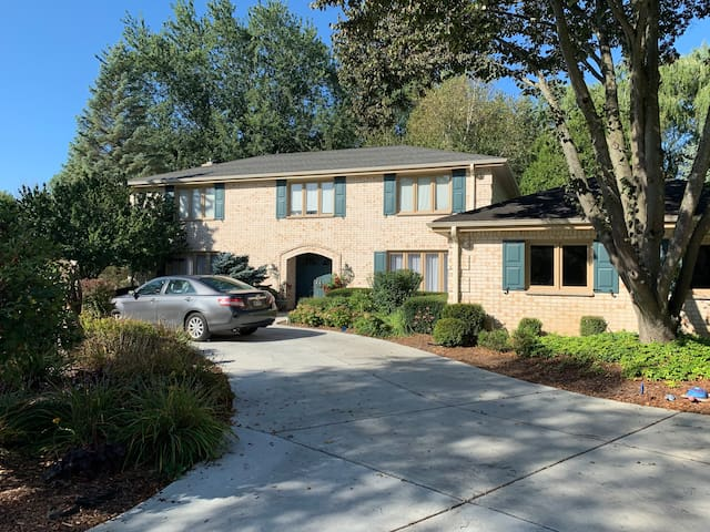 Luxurious River Hills House 15 min from Downtown