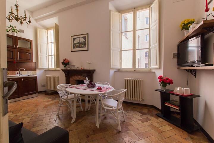 Silvia Home- Appartamento in Palazzo d'Epoca