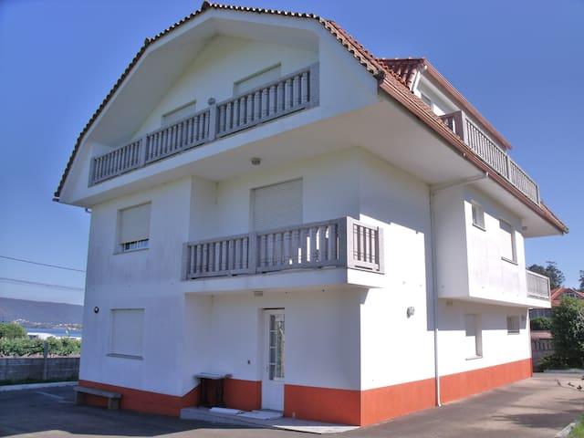 Apartamento con terraza, jardin y vistas - A Guarda - Apartment
