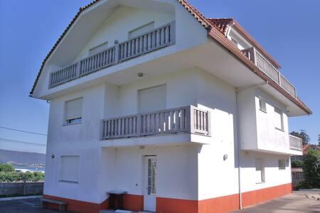 Apartamento con terraza, jardin y vistas - A Guarda