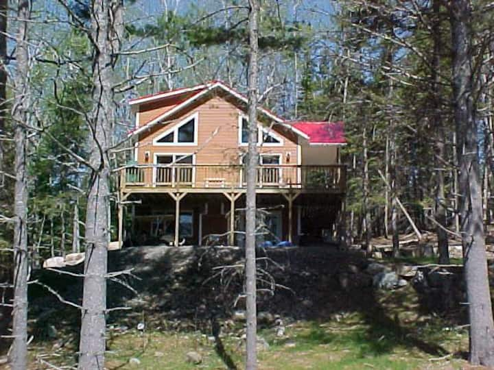 Mahara 2 - Spacious home with access to Rangeley Lake and the snowmobile trails.