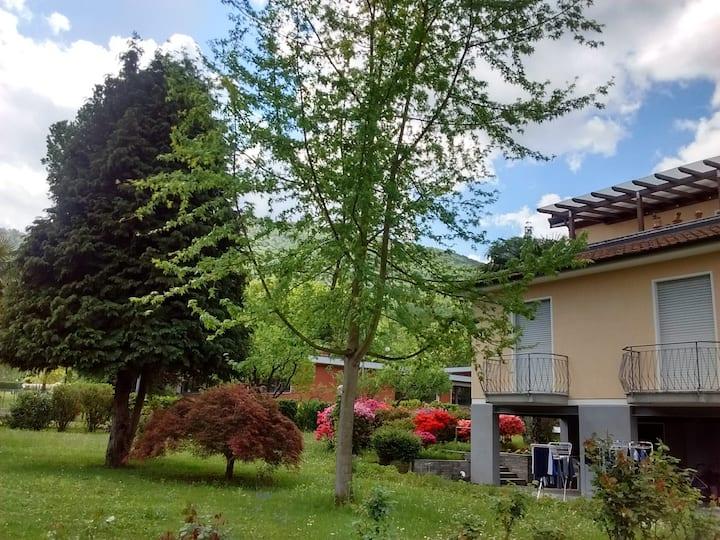 Elegant apartment with garden on Lugano lake.