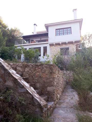 Traditional House in Athens Marathon with Sea view