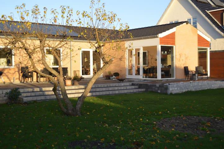 Lovely new and modern villa - Hillerød - Villa