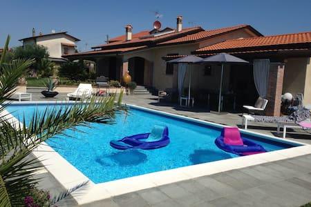 Depandance di Villa con piscina - Castelnuovo Magra