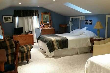 BIG ROOM-ELMIRA,ST. JACOBS,WATERLOO, ELORA, FERGUS - Elmira, Woolwich township