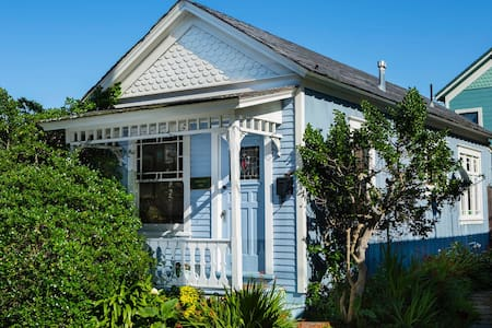 The Little Blue House - Pacific Grove - Casa
