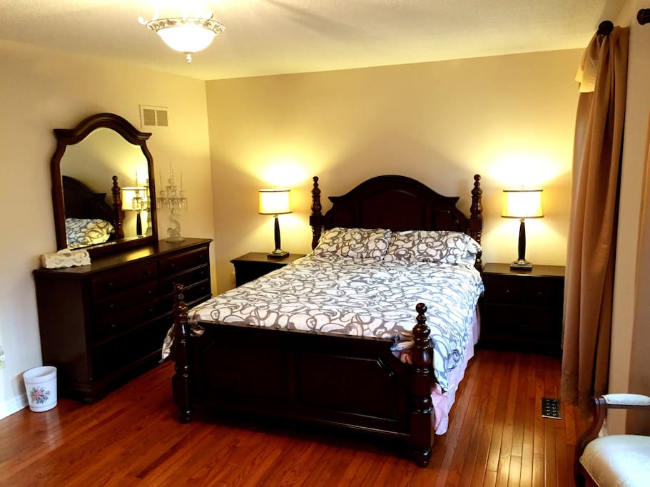 Master Bedroom In A Big House 2 1 Houses For Rent In Mississauga Ontario Canada