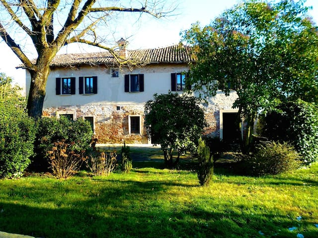 Farmhouse close to Milan - Vernate - Casa