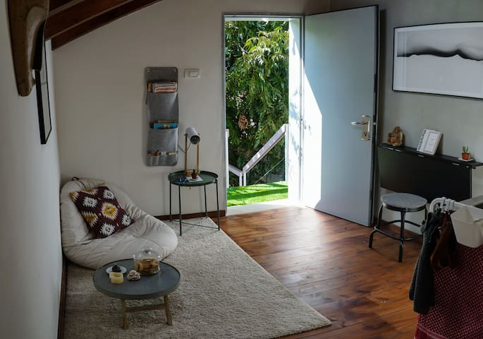 Cozy & Easily Accessible Wooden Studio w/ Garden!