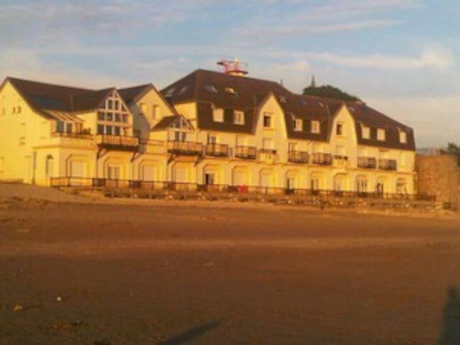 La résidence la caravelle sur la plage où se trouve le studio